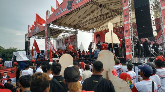 Walkot Semarang di Kampanye Akbar PDIP: Jangan Sampai Jokowi Dicurangi (536957)