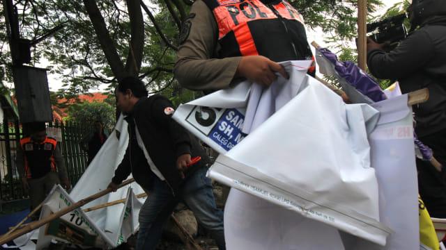 Penertiban Atribut Peraga Kampanye (APK), Surabaya