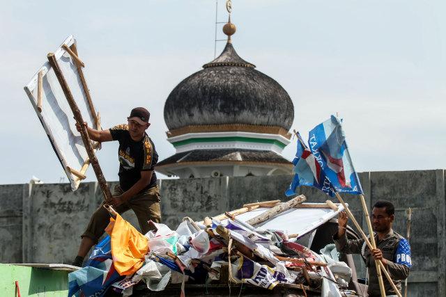 Penertiban Atribut Peraga Kampanye (APK), Tebet, Jakarta