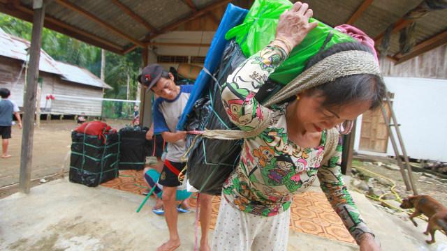 DISTRIBUSI LOGISTIK PEMILU KE DESA TERPENCIL, Kabupaten Hulu Sungai Tengah, Kalimantan Selatan