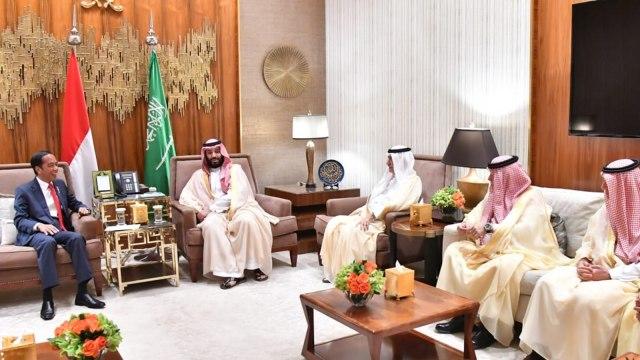Presiden Jokowi saat bertemu Putra Mahkota Arab Saudi Mohammed bin Salman, masa tenang