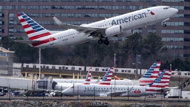 Pilot Ancam 'Buang' Pendukung Trump karena Buat Keributan Selama Penerbangan  (297903)