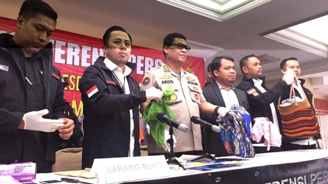 Konferensi pers pengungkapan kasus penculikan dan pencurian di Mapolda Metro Jaya