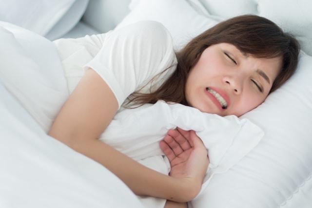 Sering Bau Mulut Setelah Bangun Tidur? Ketahui Penyebab & Cara Mengatasinya (1005883)