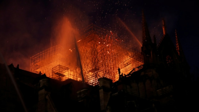 Foto: Api Melahap Katedral Notre Dame, Paris (200619)