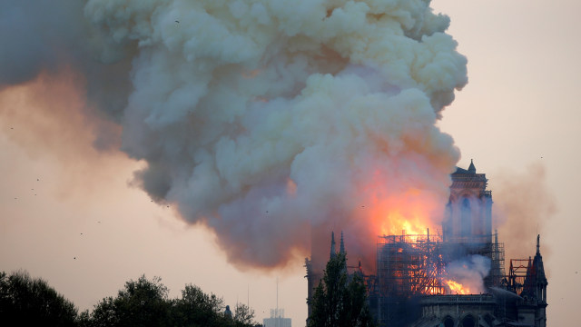 Foto: Api Melahap Katedral Notre Dame, Paris (200624)