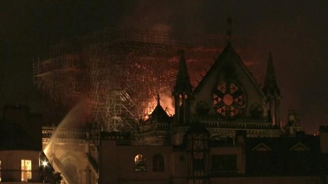 Foto: Api Melahap Katedral Notre Dame, Paris (200620)