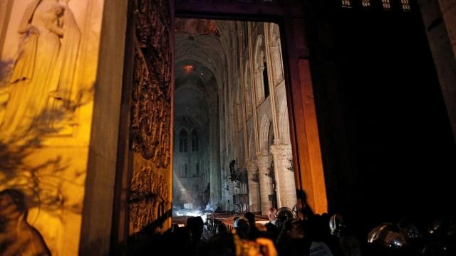 Foto: Api Melahap Katedral Notre Dame, Paris (200617)