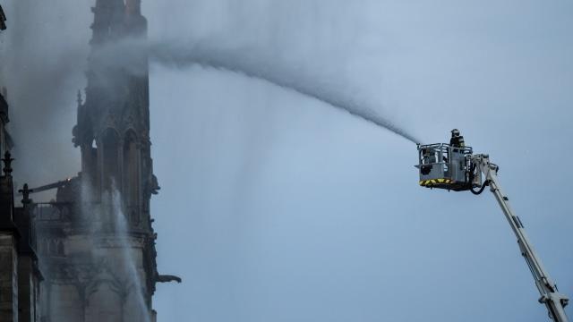 Foto: Api Melahap Katedral Notre Dame, Paris (200623)