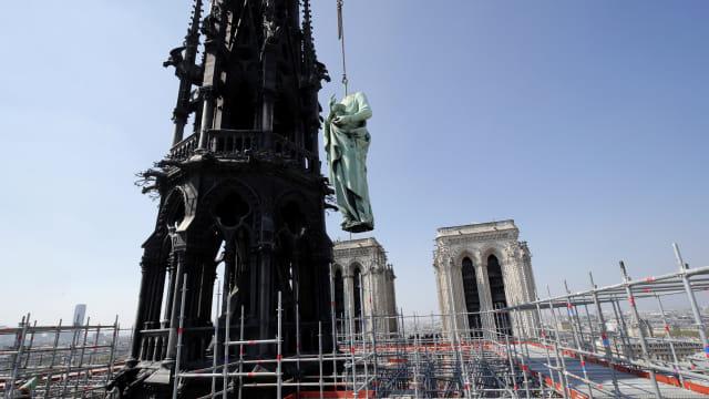 Foto: Api Melahap Katedral Notre Dame, Paris (200611)