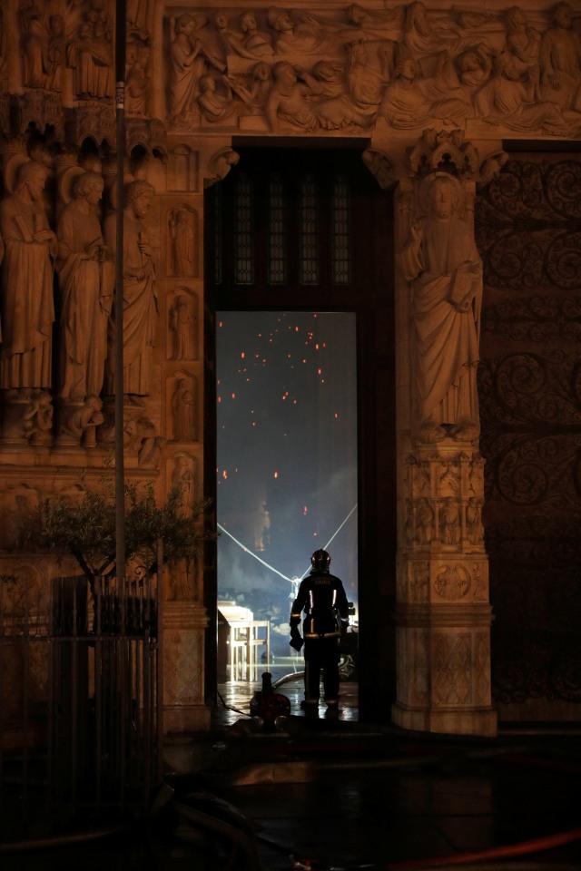 Foto: Api Melahap Katedral Notre Dame, Paris (200621)