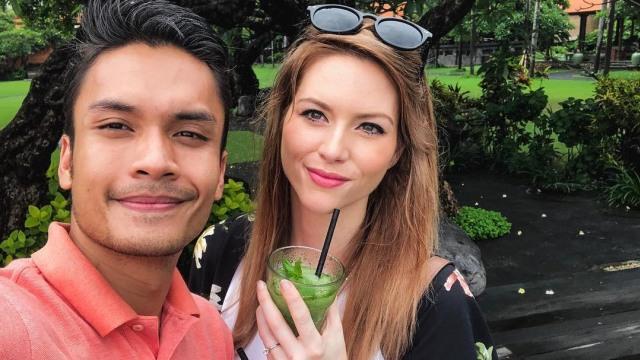 Tinggal Di Indonesia, Istri Randy Pangalila Masih Sulit Berkomunikasi (28446)