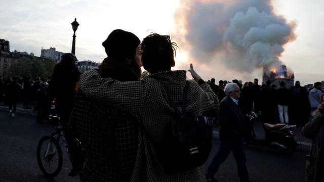 Foto: Kebakaran Katedral Notre Dame Menarik Simpati Banyak Masyarakat (1362715)