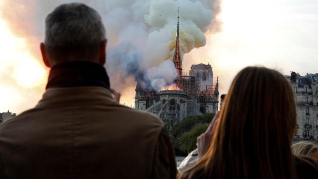 Foto: Kebakaran Katedral Notre Dame Menarik Simpati Banyak Masyarakat (1362716)