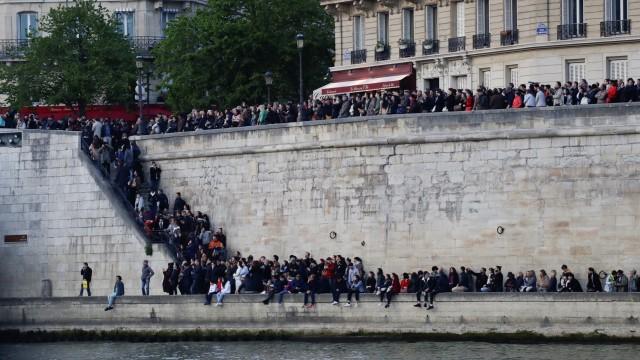 Foto: Kebakaran Katedral Notre Dame Menarik Simpati Banyak Masyarakat (1362714)