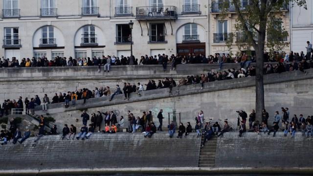 Foto: Kebakaran Katedral Notre Dame Menarik Simpati Banyak Masyarakat (1362712)