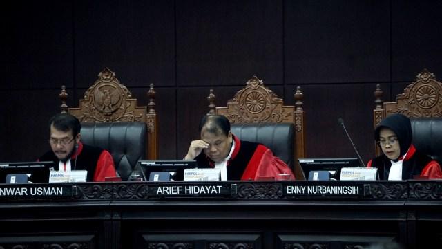 Hakim MK, Anwar Usman, Arief Hidayat, Enny Nurbaningsih