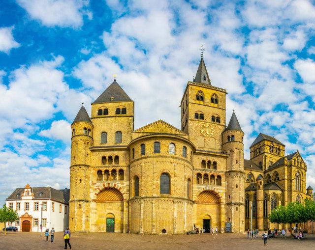 Katedral Trier di Jerman