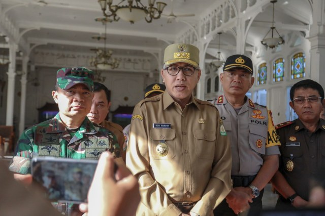 Foto: Para Pejabat Aceh Pantau Kesiapan TPS  (117193)