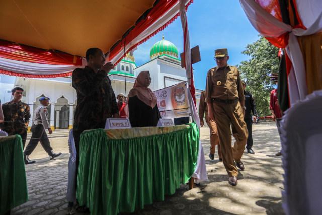 Foto: Para Pejabat Aceh Pantau Kesiapan TPS  (117194)