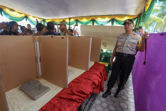Foto: Para Pejabat Aceh Pantau Kesiapan TPS  (117196)