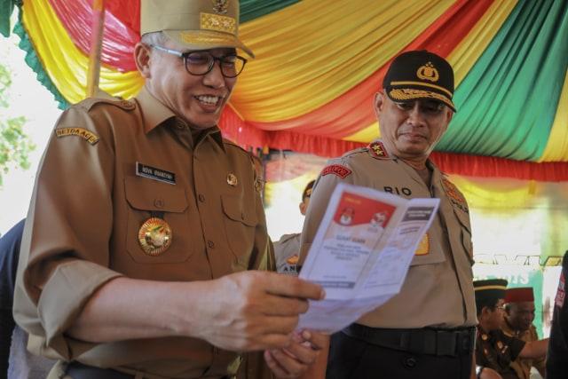 Foto: Para Pejabat Aceh Pantau Kesiapan TPS  (117197)