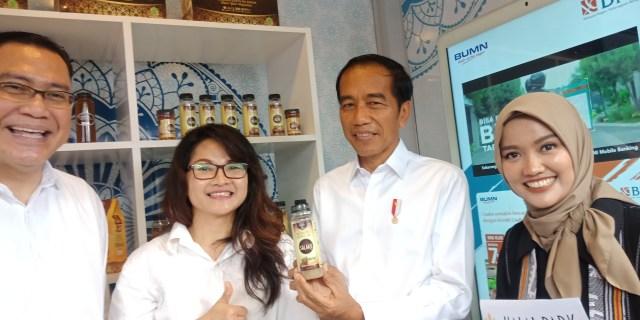 com-Jokowi di Halal Park.