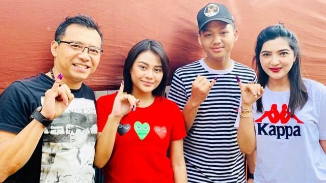 Musisi, Anang Hermansyah dan keluarga usai mencoblos