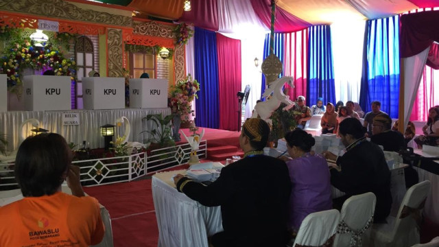 TPS 9 Gayamsari Semarang Yang Disulap Bak Pesta Pernikahan