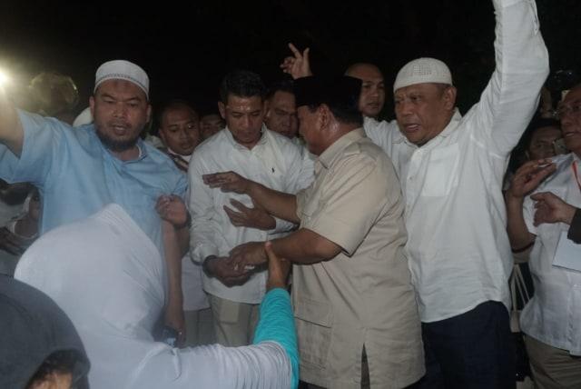 Foto: Sujud Syukur Prabowo Subianto yang Yakin Menangi Pilpres 2019 (125860)