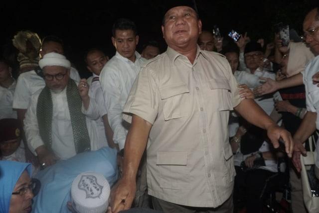 Foto: Sujud Syukur Prabowo Subianto yang Yakin Menangi Pilpres 2019 (125861)