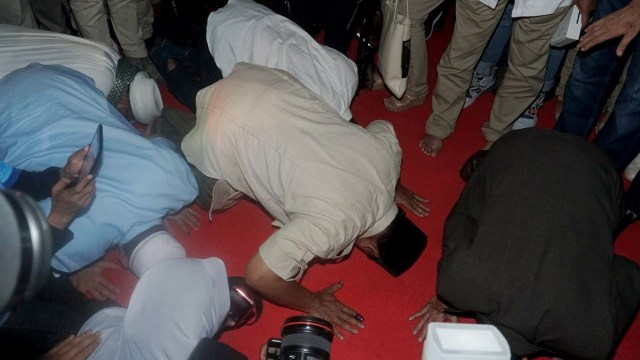 Foto: Sujud Syukur Prabowo Subianto yang Yakin Menangi Pilpres 2019 (125853)