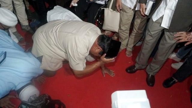 Foto: Sujud Syukur Prabowo Subianto yang Yakin Menangi Pilpres 2019 (125862)
