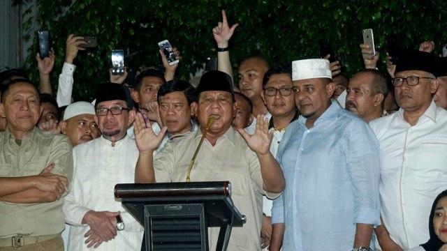 Foto: Sujud Syukur Prabowo Subianto yang Yakin Menangi Pilpres 2019 (125857)