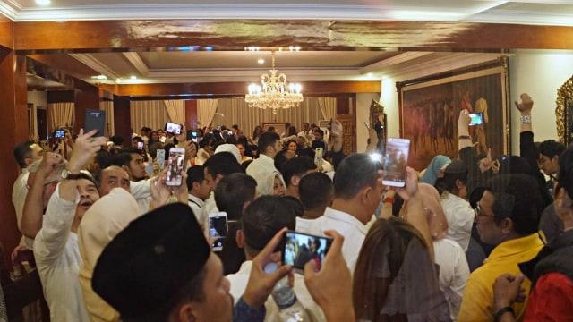 Foto: Sujud Syukur Prabowo Subianto yang Yakin Menangi Pilpres 2019 (125869)