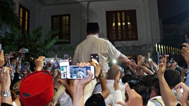 Foto: Sujud Syukur Prabowo Subianto yang Yakin Menangi Pilpres 2019 (125866)