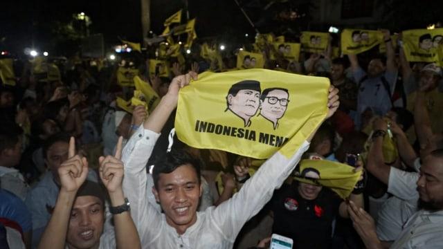 Foto: Sujud Syukur Prabowo Subianto yang Yakin Menangi Pilpres 2019 (125871)