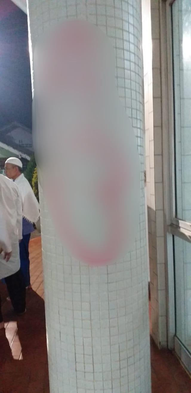 (NOT COVER) Masjid, Lebak Bulus, Vandalisme