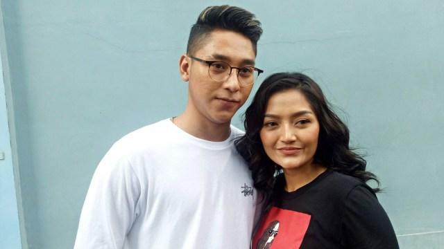 Siti Badriah dan kekasihnya, Krisjiana