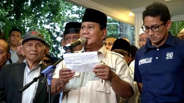 Paslon nomor urut 02 Prabowo dan Sandiaga Uno saat konferensi pers di Kertanegara
