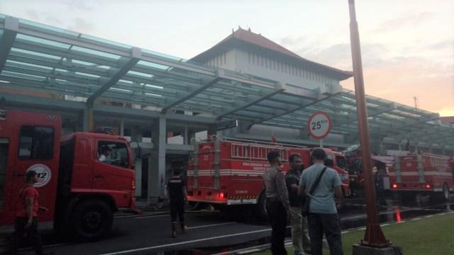 Kebakaran Terjadi di Terminal Domestik Bandara Ngurah Rai (803918)