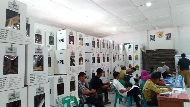 Suasana Rekap Suara Tingkat Kecamatan di Banda Aceh 5.jpg