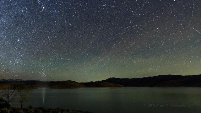 Ilustrasi hujan meteor