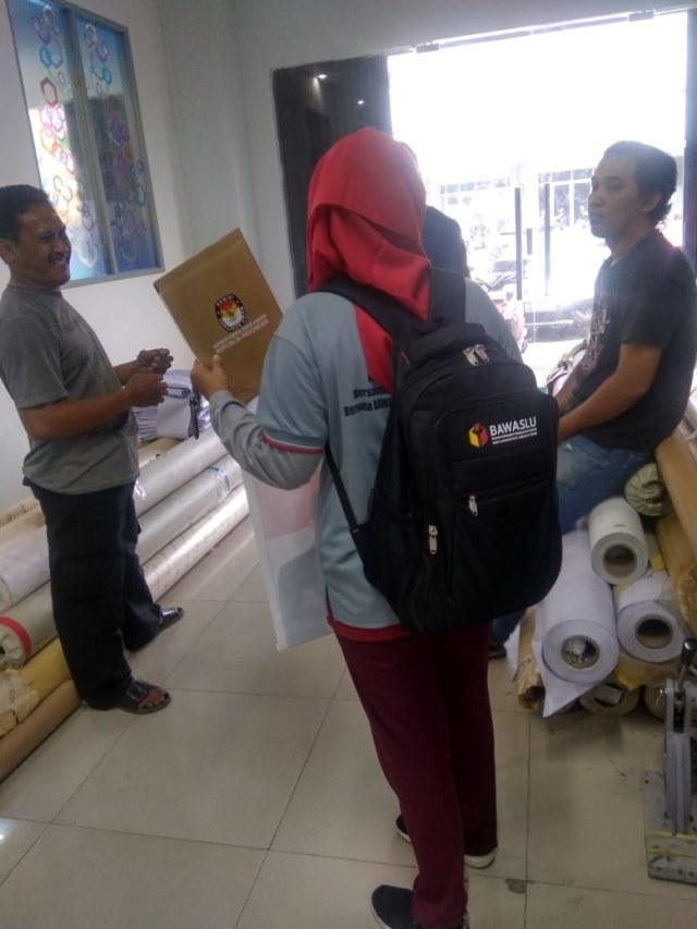 Hoaks Video Operasi Tangkap Tangan Truk KPU Pengangkut C1 di Condet (151132)