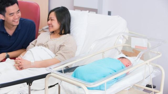 Ilustrasi ibu baru melahirkan.