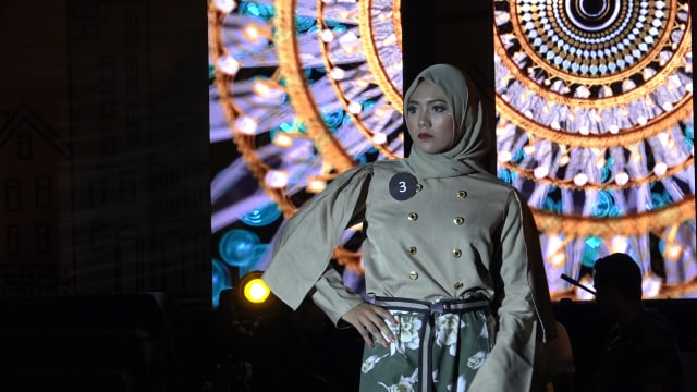 Potret Street Fashion ala Desainer Aceh (84071)