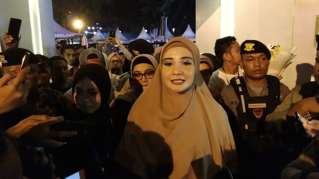 Potret Street Fashion ala Desainer Aceh (84070)