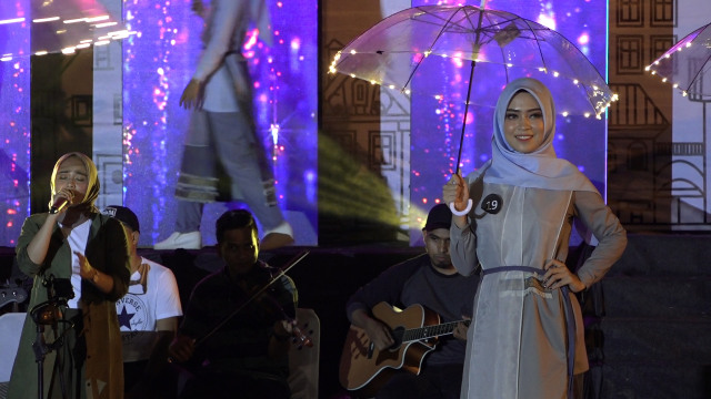 Potret Street Fashion ala Desainer Aceh (84073)