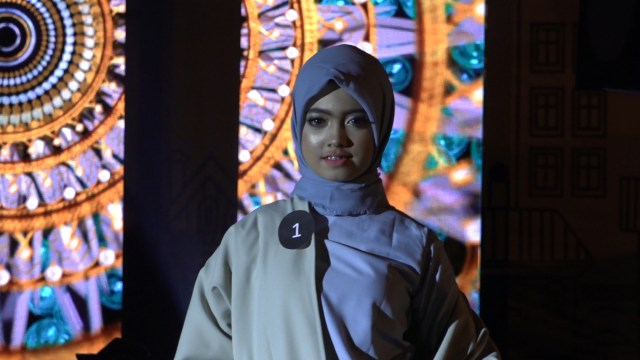 Potret Street Fashion ala Desainer Aceh (84074)