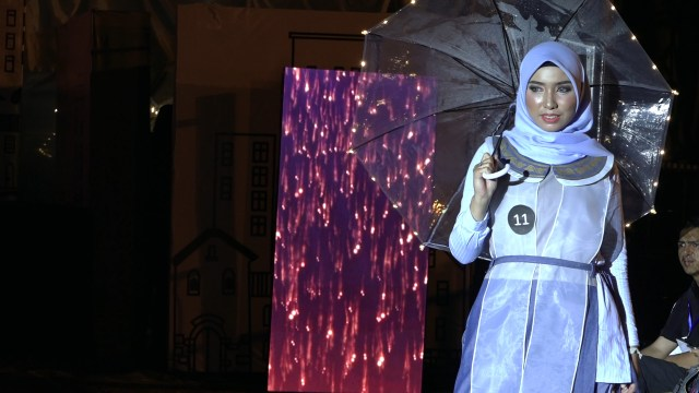 Potret Street Fashion ala Desainer Aceh (84076)